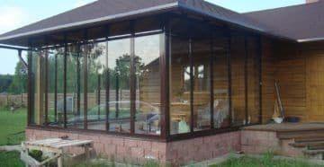 Пристрой стеклянной веранды к бане