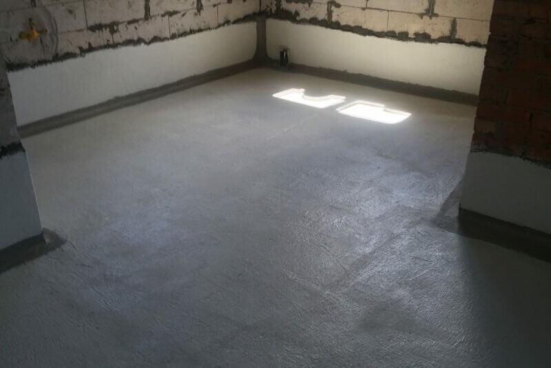 Цементная обмазка идеально защитит полы по грунту