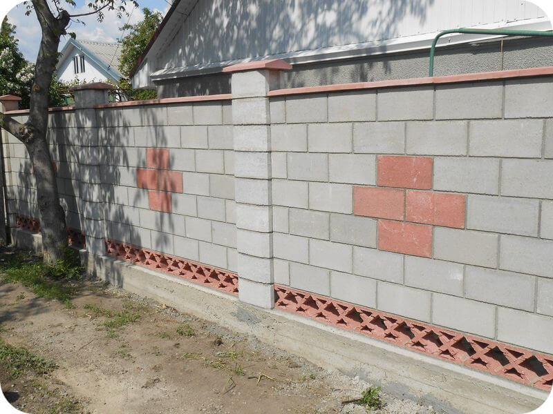 Забор из шлакобетонных блоков
