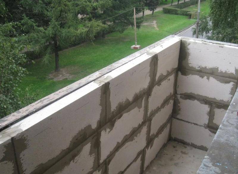 Глухое ограждение балкона