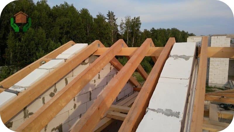 Двухскатная крыша, уклон которой формируется за счёт щипцовых стен