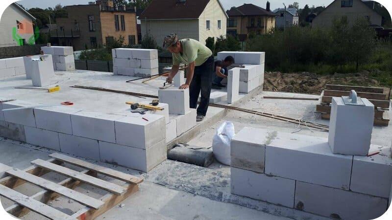 Дом можно построить, пользуясь только ручным инструментом