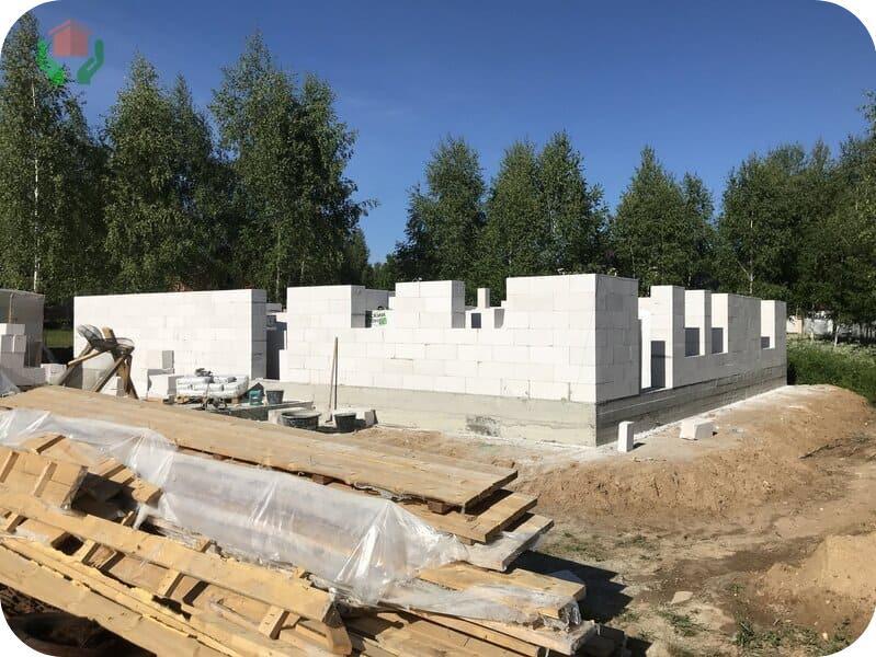 Строящийся газобетонный дом