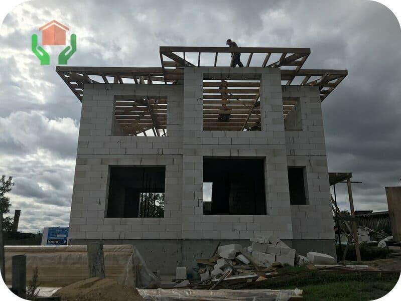 Строящийся из газоблока двухэтажный дом