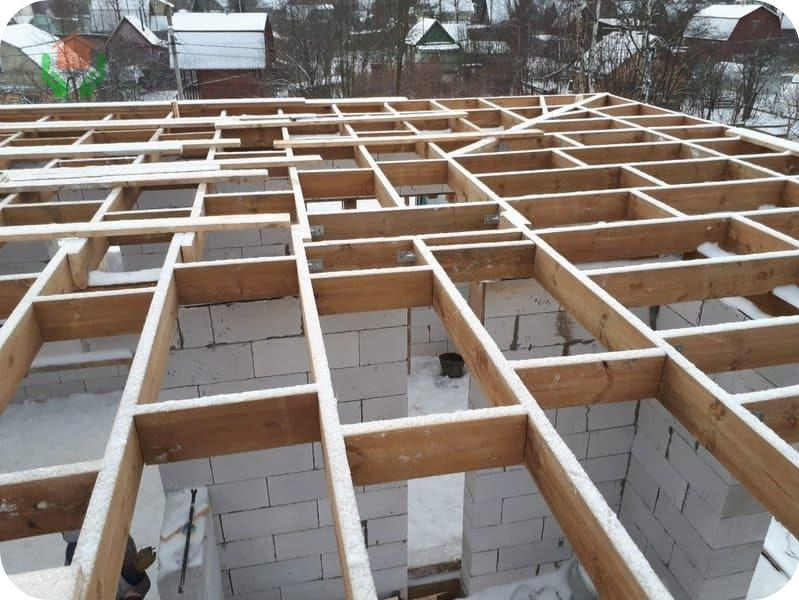 Прогоны и лаги деревянного перекрытия