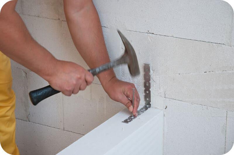 Соединение стены и перегородки с помощью прямого подвеса