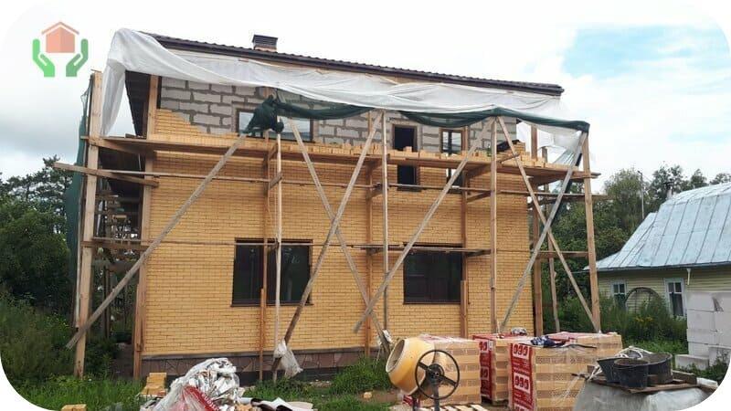 Вентилируемая облицовка из кирпича – самый популярный вид отделки газобетонных домов