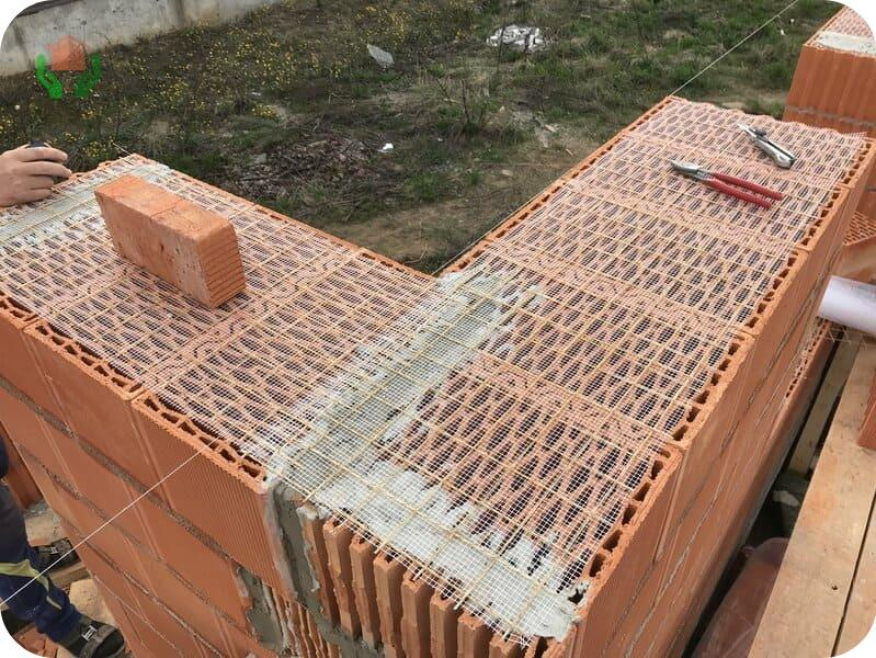 Воздушные лабиринты в керамоблоках обеспечивают теплоэффективность стен