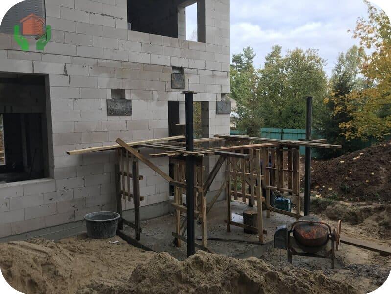 Строящийся дом из газобетона