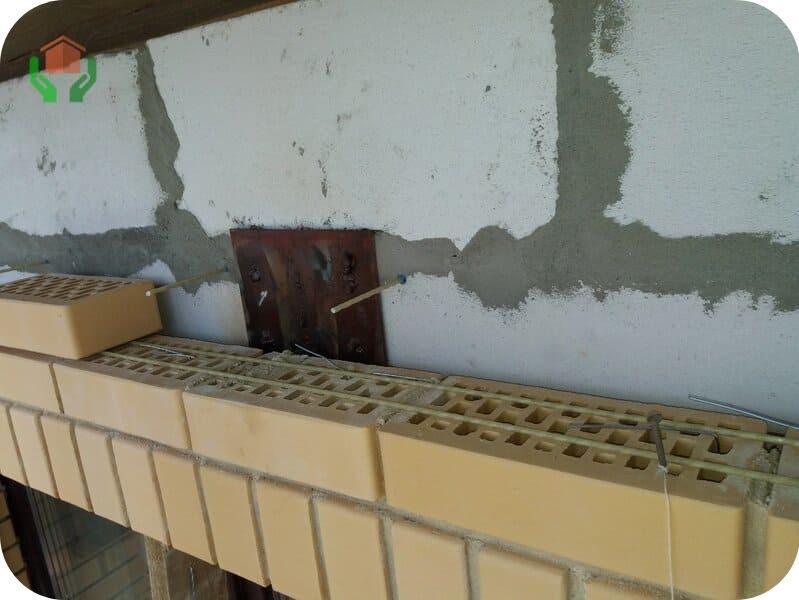 Газоблочная стена, облицованная кирпичом