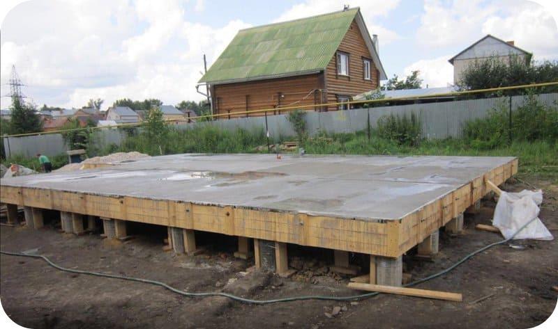 Свайно-плитный фундамент для 2 х этажного дома из газобетона