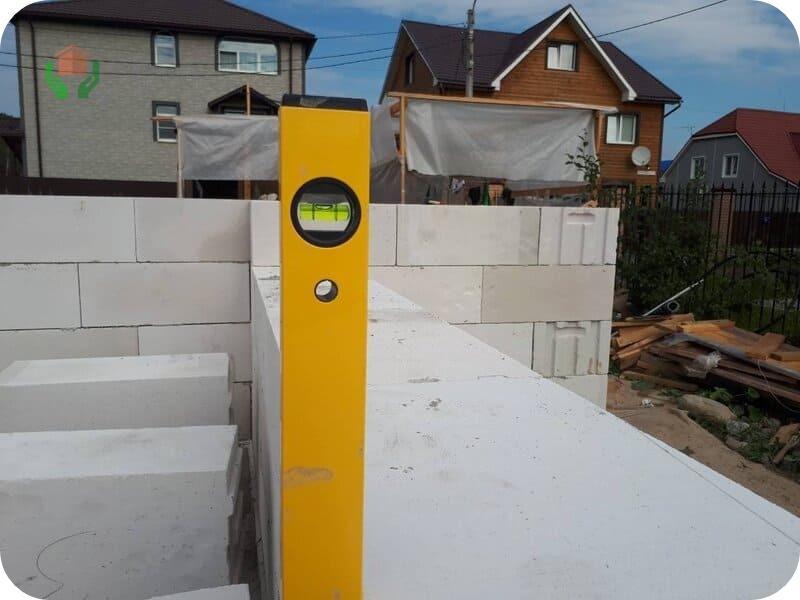 Пристройка может выполняться и в процессе строительства дома