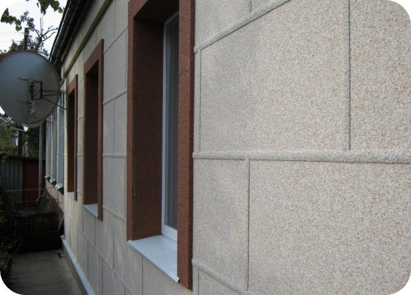 Офактуренный каменной крошкой пенополистирол на фасаде