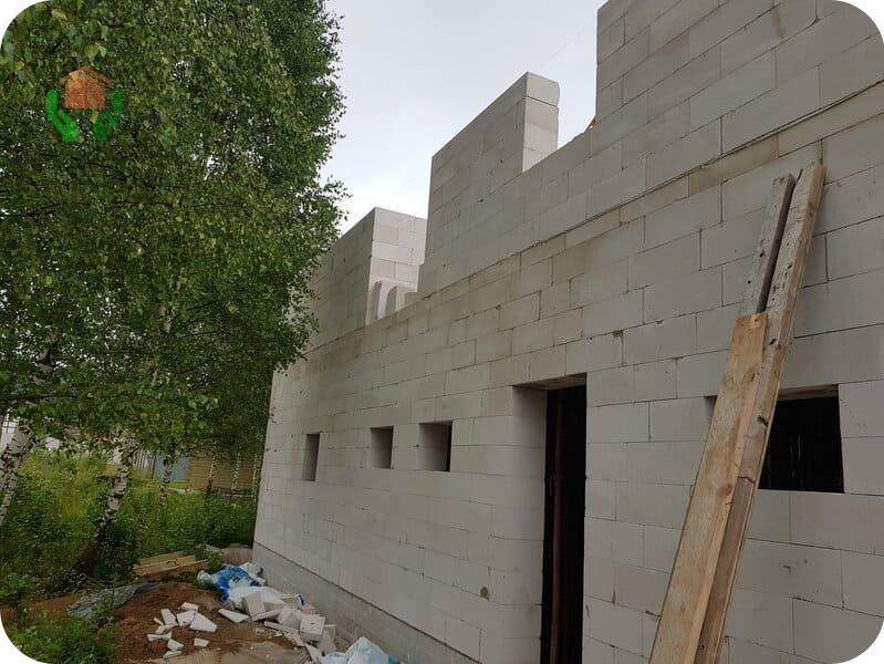 Строящийся дом из газобетона 10х10 двухэтажный