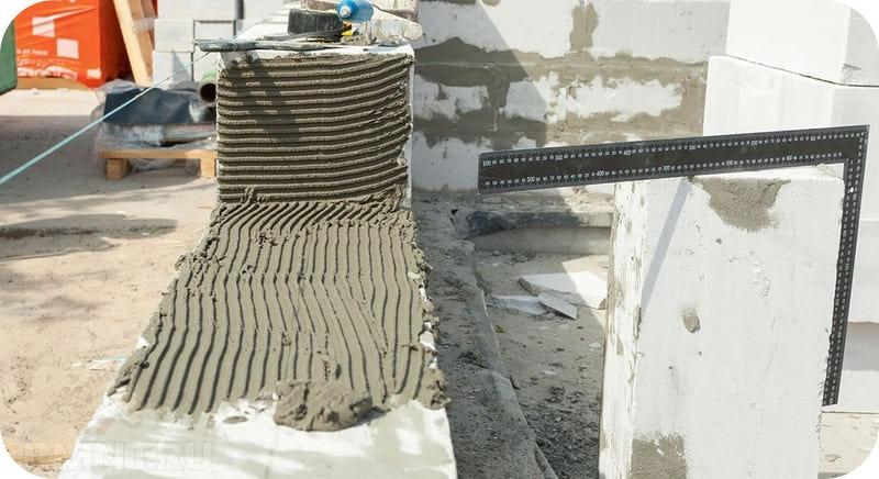 Принцип нанесения цементного клея