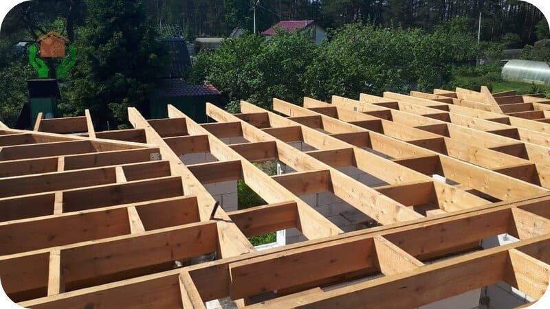 Большинство типовых проектов двухэтажного дома из газобетона 10х10 предусматривают деревянные перекрытия