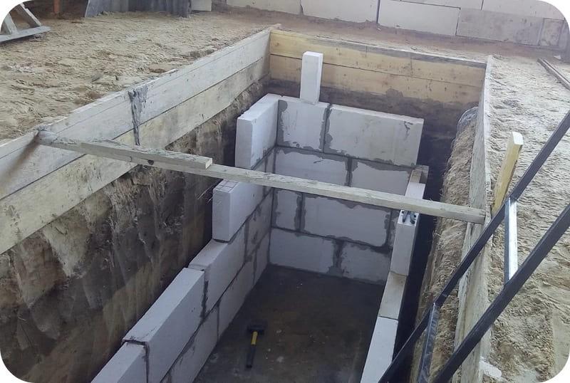 Перегородочные блоки в качестве несъёмной опалубки стен смотровой ямы