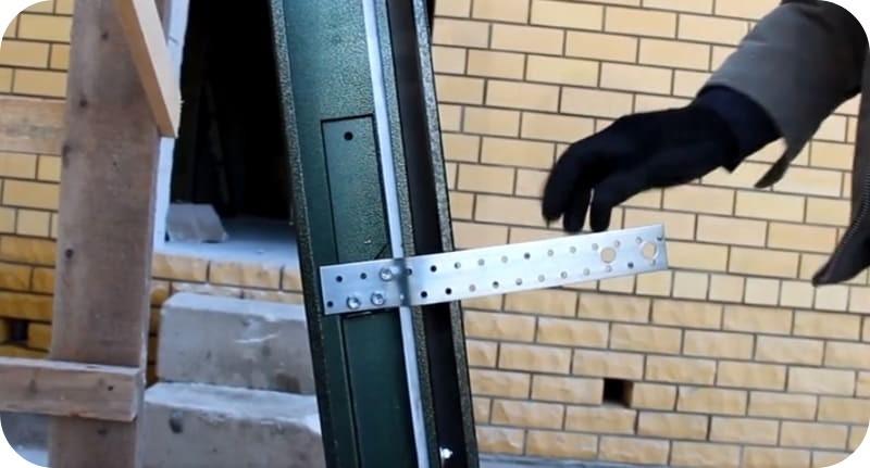 Коробка двери с приваренными пластинами