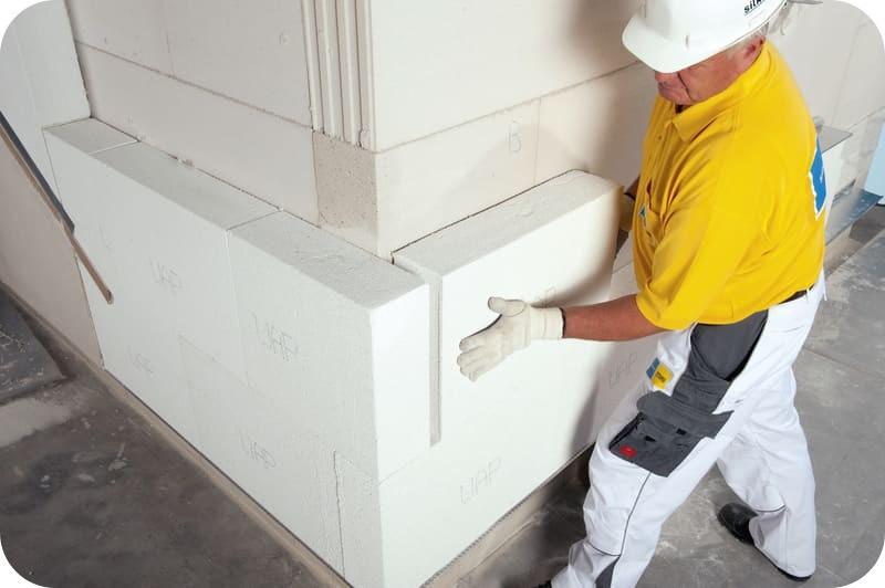 Монтаж теплоизоляционных блоков поверх несущей кладки