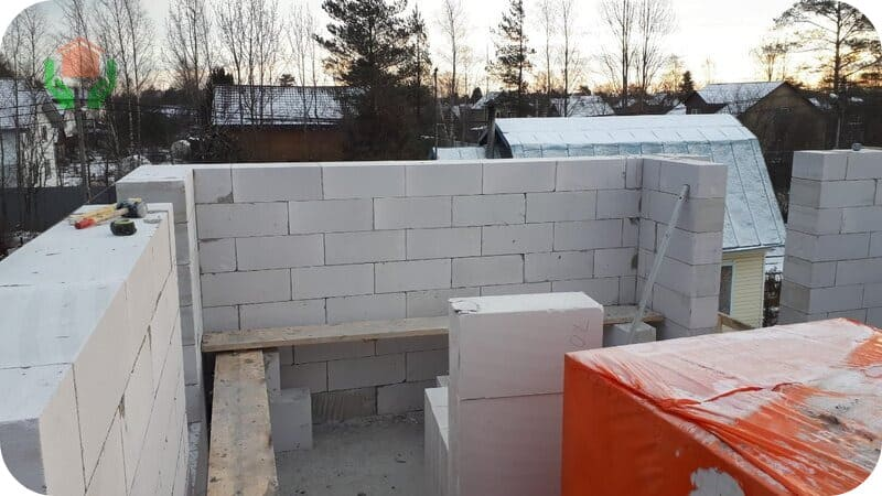 Чем ниже плотность газобетона, те более тёплыми будут стены