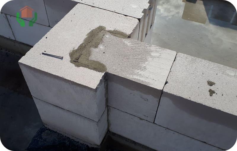 Жёсткое соединение пересекающихся несущих стен