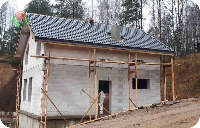 Строительство на склоне требует повышенной прочности стенового материала