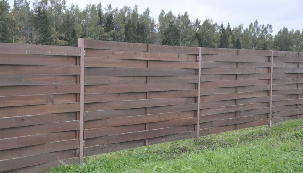 деревянный забор на даче