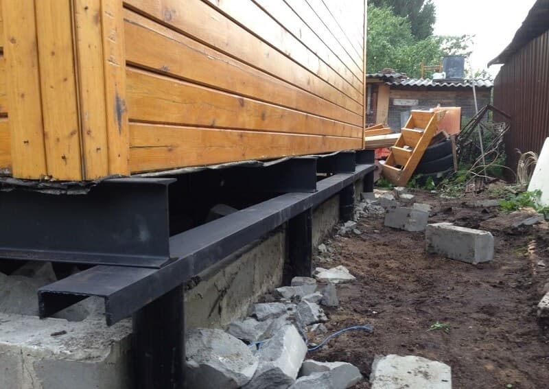 ремонт фундамента винтовыми сваями