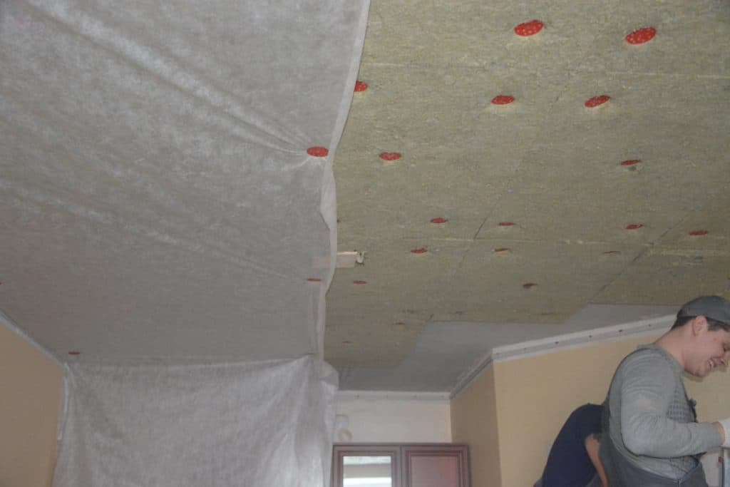 шумоизоляция натяжного потолка в квартире