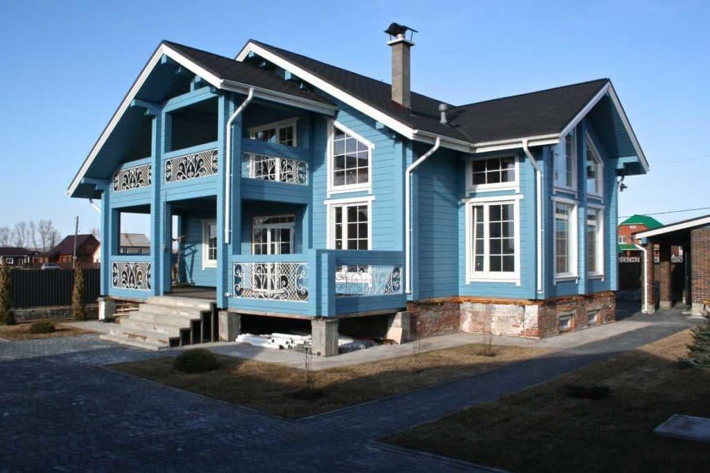 Покраска дома из бруса